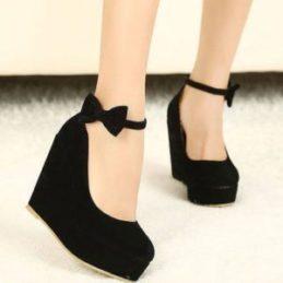 حذاء ذو كعب متوسط