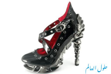 حذاء أسود داخلي أحمر أسود مع كعب معدني وقاعدة