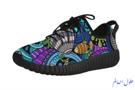 حذاء أسود مع نمط السمك