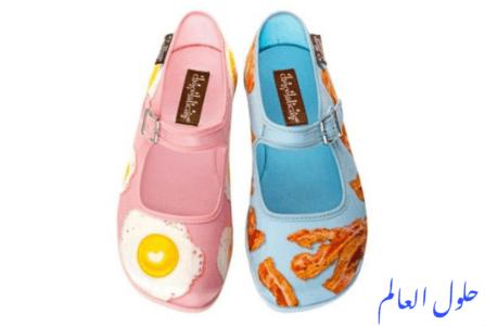 الحذاء الوردي مع البيض المقلي