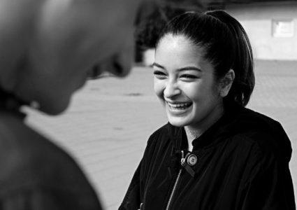 الضحك يجعلك أكثر جاذبية