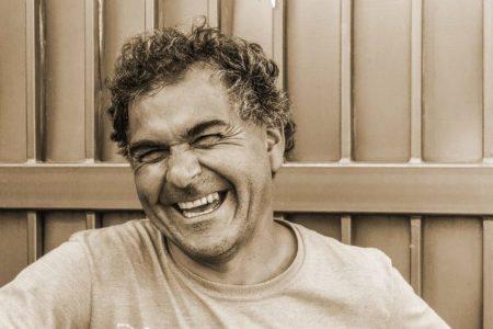 الضحك يساعد الناس في إدارة الألم