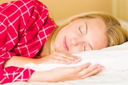 الضحك يساعد على تحسين النوم