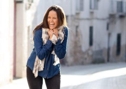 الضحك يساعدك على التنفس بسهولة