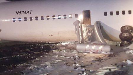 تحطم طائرة من طراز بوينج قبالة إندونيسيا