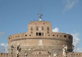 قلعة السانت أنجيلو بسبب قتل زوجها الذي أساء معاملتها