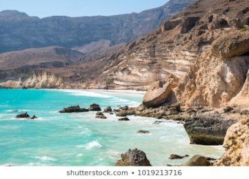 جبال محافظة ظفار المطلة على البحر