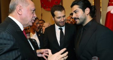 الرئيس التركي رجب طيب أردوغان يستضيف نجوم مسلسل قيامة عثمان