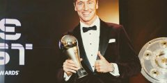 ليفاندوسكي يتوج بجائزه افضل لاعب في العالم لعام 2020