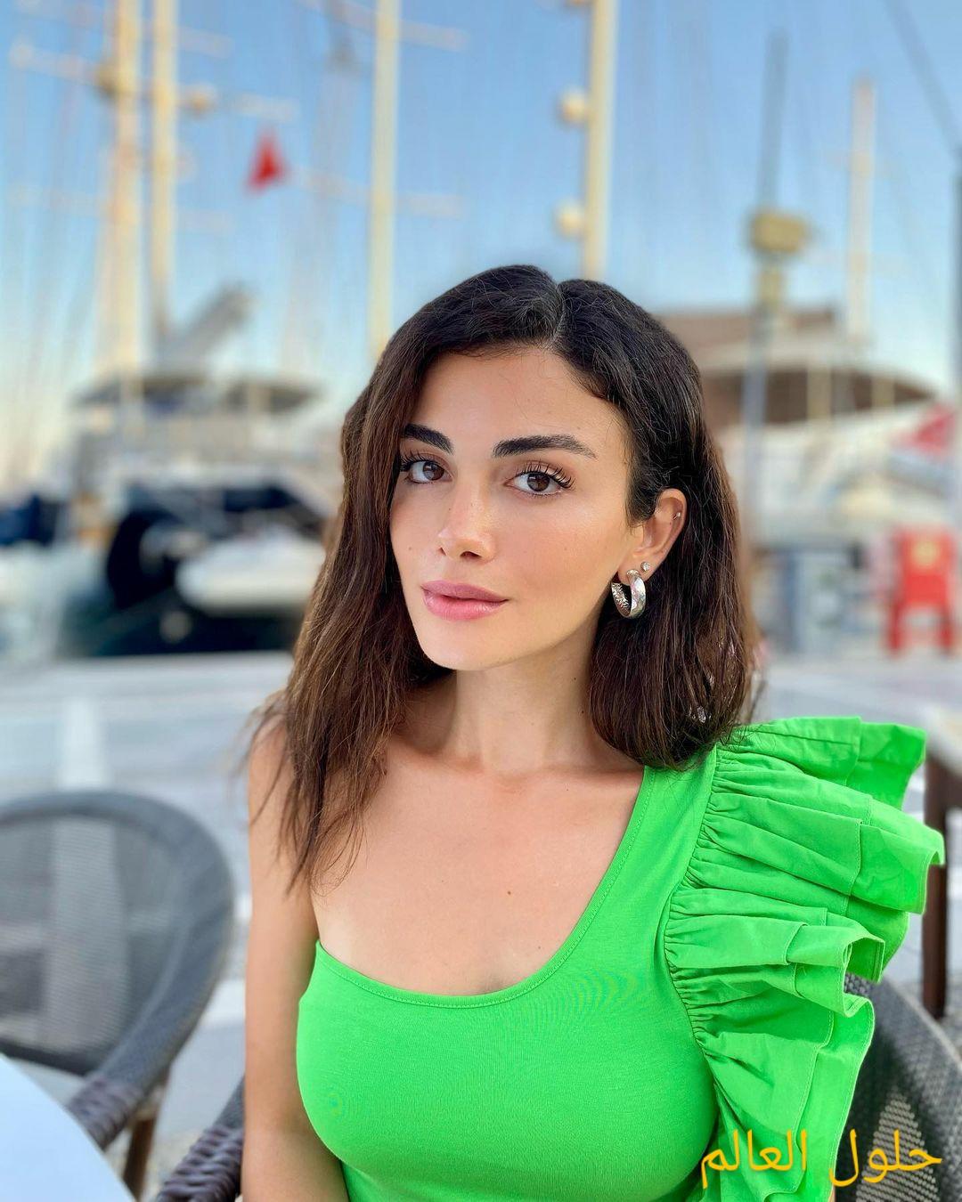 أوزجي ياغيز Özge Yağız حياتها منذ الطفولة ومسلسلاتها